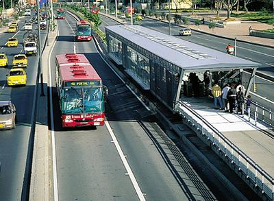 Memfasilitasi Penumpang Bus di Karachi